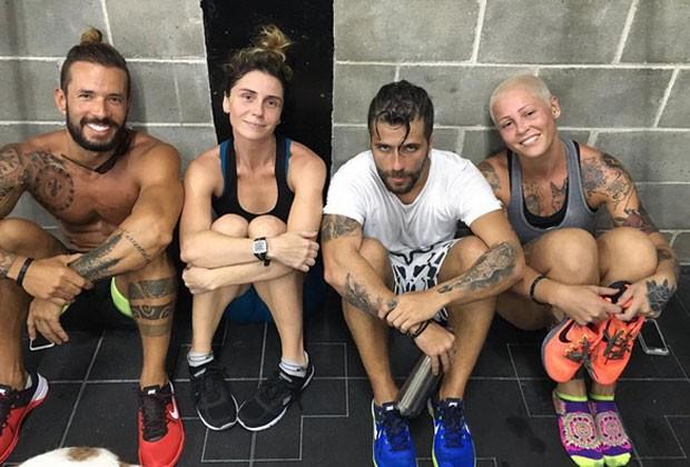 Giovanna Antonelli posa com Bruno Gagliasso e amigos depois de treino de crossfit (Foto: Reprodução/Instagram)