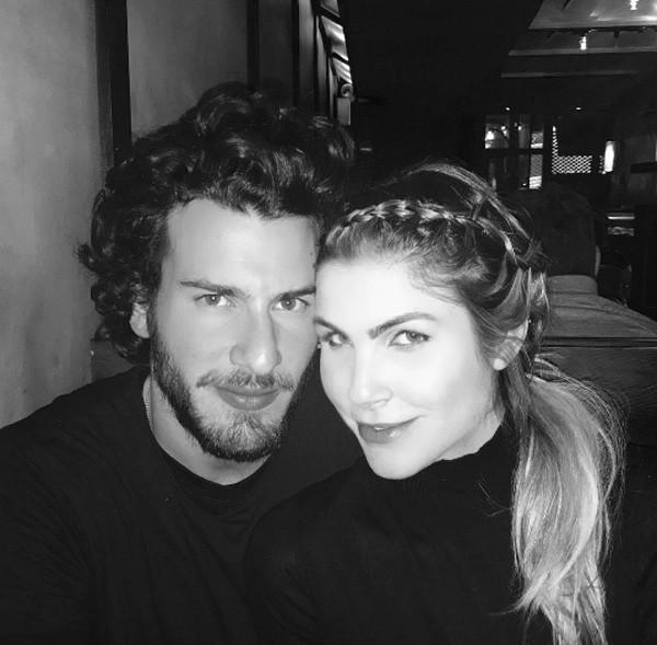 Julia com o namorado, Steve (Foto: Reprodução/Instagram)