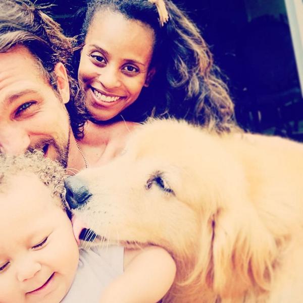 Aline Wirley e Igor Rickli se divertem com Antônio e o cachorro (Foto: Reprodução/Instagram)