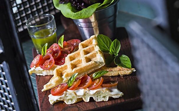 Waffle de Pão de Queijo com Tomatinhos (Foto: Divulgação)