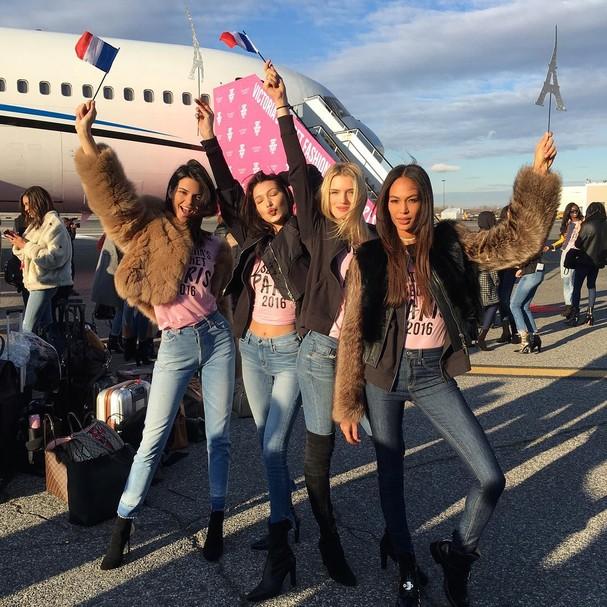 Modelos embarcam para Victoria's Secret Fashion Show (Foto: Reprodução/Instagram)