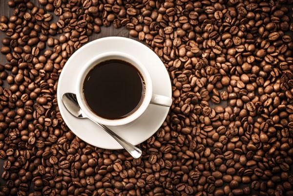 A cafeína pode ser consumida antes da atividade física para aumentar o rendimento (Foto: Thinkstock)