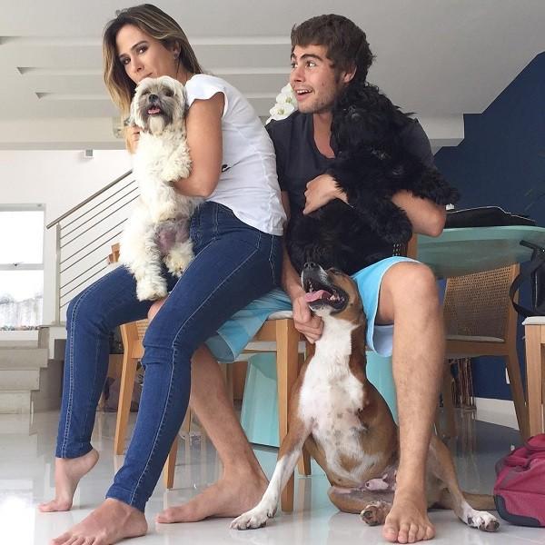 Rafael Vitti publica foto com Tatá no colo (Foto: Reprodução Instagram)