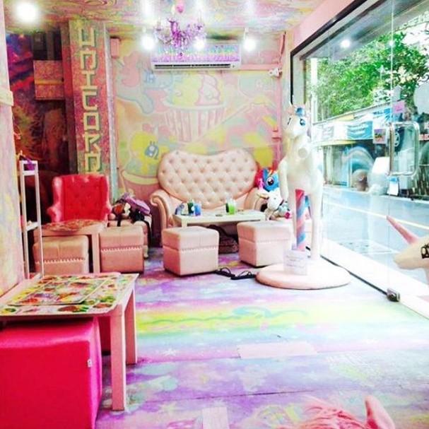 Conheça o café em Bangkok que é todinho inspirado em unicórnios - até o cardápio! (Foto: Reprodução/Instagram)